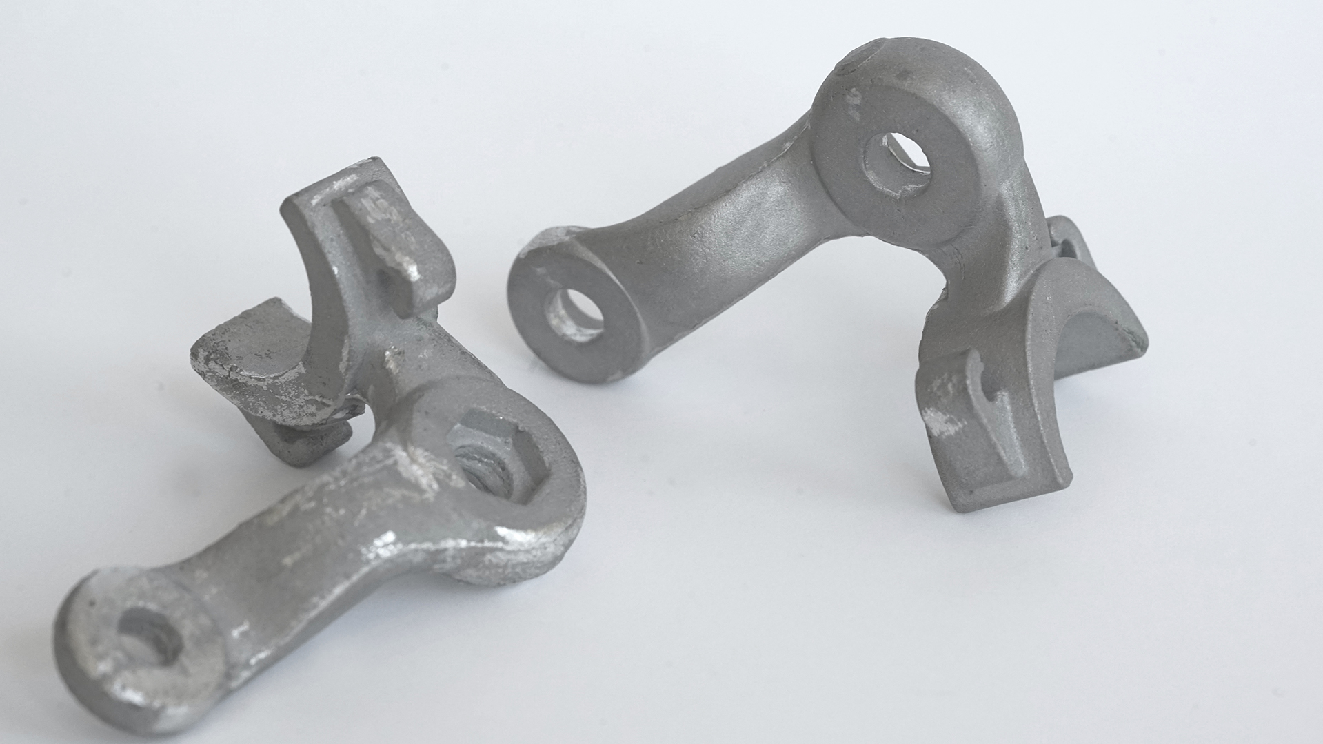 Aus Dentalstahl gegossene Bauteile sandgestrahlt