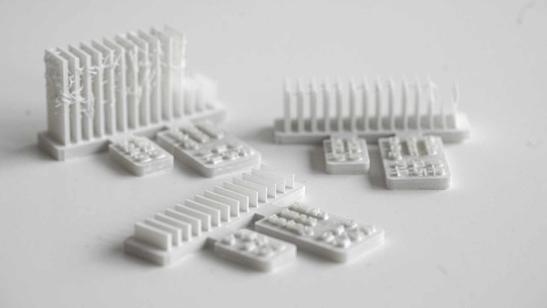 Drei unterschiedliche gedruckte und getrocknete Probekörper zur Ermittlung von Parametern für ungestützte Wände